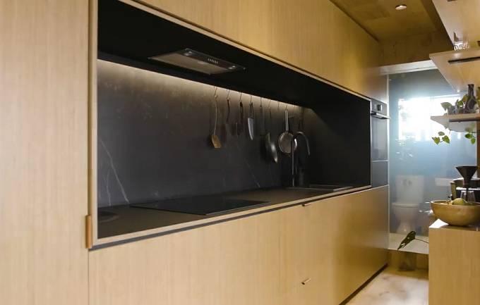 Kuchyňka je naprosto minimalistická