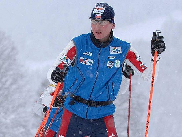 Lukáš Bauer se svými reprezentačními kolegy na soustředění českých lběžců na lyžích vrakouském Dachsteinu.