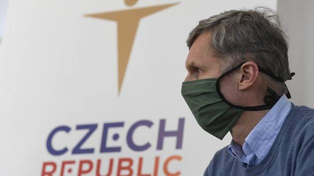 Předseda Českého olympijského výboru (ČOV) Jiří Kejval vystoupil 23. března 2020 na briefingu v Praze.