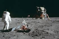 Americký astronaut Buzz Aldrin z mise Apollo 11 na měsíčním povrchu
