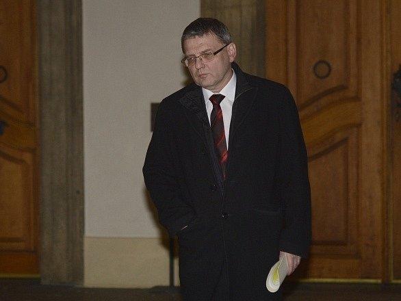 Kandidát na ministra zahraničí Lubomír Zaorálek odchází ze setkání s prezidentem Milošem Zemanem, který si jej pozval na Pražský hrad.