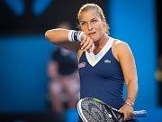 Rafaela Nadala trápila ve finále Australian Open bolavá záda.