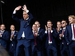 Fotbalisty Islandu po Euru přivítalo doma třicet tisíc fanoušků.