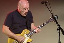 Zpěvák a kytarista skupiny Pink Floyd David Gilmour.