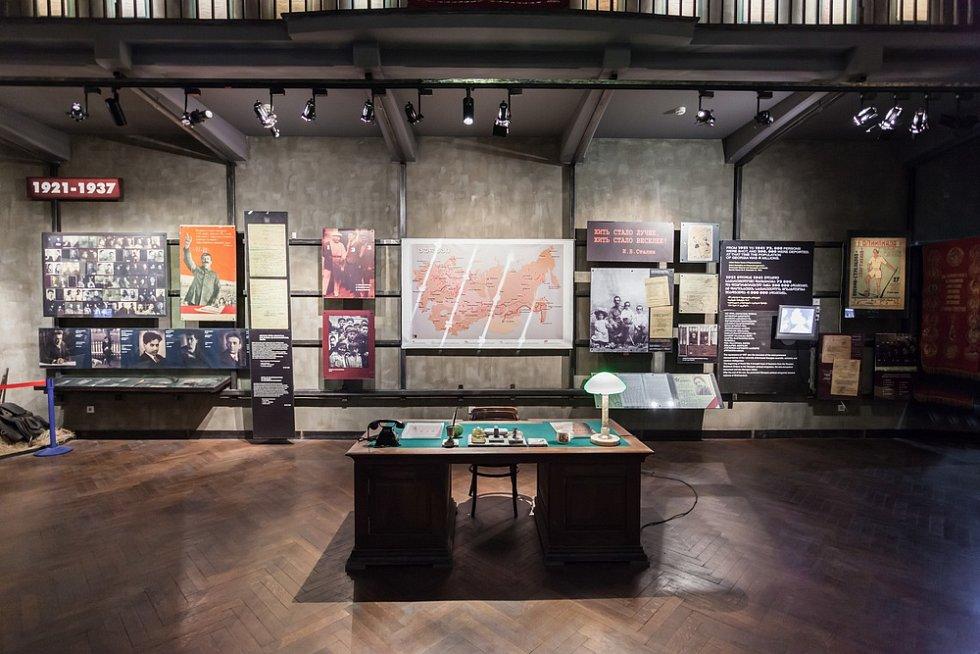 Snad nejpohnutější historii Gruzínci zažili pod nadvládou Sovětského svazu, ale i v devadesátých letech 20. století po vyhlášení samostatnosti. Zajděte se podívat do tbiliského Národní muzea. Poslední patro je věnováno právě dějinám 20. století.