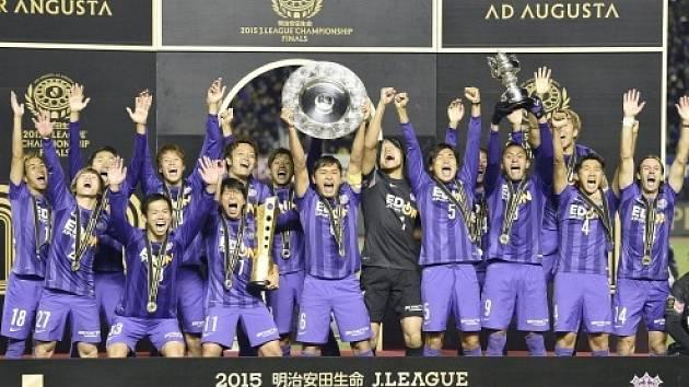 Fotbalisté Hirošimy po zisku titulu