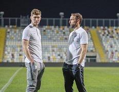 Obránce John Stones a trenér Gareth Southgate na prvním tréninku Anglie v chorvatské Rijece.