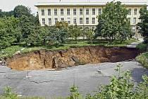 Poblíž Myslbekovy ulice v Praze 6 se po půlnoci 6. července 2010 zřítila část tunelu Blanka. Zasypán byl bagrista i se strojem. Byl vyproštěn o půl sedmé ráno bez zjevného zranění.