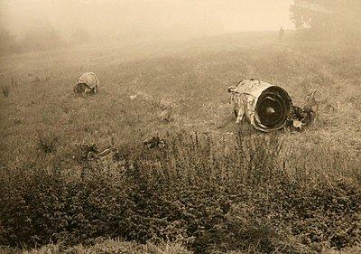 Suchdol, 30. října 1975. Utržené trosky byly rozmetány v okruhu několika set metrů