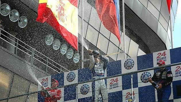 David Vršecký vyhrál v Le Mans sobotní hlavní závod a na čele šampionátu má náskok tří bodů.