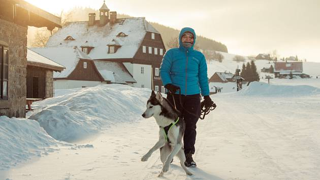 V mrazové kotlině, kde se nachází osada Jizerka v Jizerských horách, klesla teplota k ránu 26. února 2018 na minus 19 stupňů
