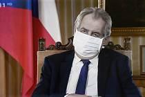 Prezident Miloš Zeman při projevu, který 12. dubna 2020 odvysílala Česká televize