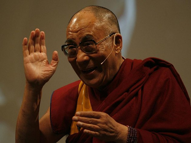 Tibetský duchovní vůdce Tändzim Gjamccho 14. dalajláma převzal v úterý 21. září 2010 v Pasově cenu Lidé v Evropě v Hale tří zemí téměř před třemi tisíci přihlížejícími. Jedinečného setkání se mohli například zúčastnit čtenáři Passauer Neue Presse.