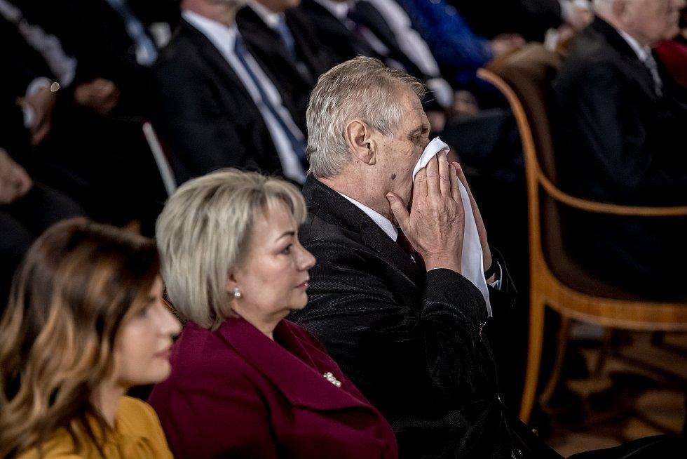 Inaugurace prezidenta Miloše Zemana pro jeho druhé funkční období probíhala 8. března ve Vladislavském sále Pražského hradu. Kateřina Zemanová, Ivana Zemanová