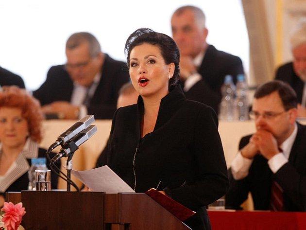 Jana Bobošíková při projevu