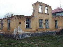 zchátralý a opuštěný dům hyzdí ulici Gudrichovu v Kylesovicích