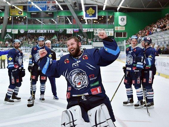 Čtvrté semifinále mezi Mladou Boleslaví a Libercem: Ján Lašák a oslava po zápase