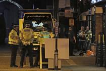 Policie a zdravotníci na místě incidentu v britském Salisbury