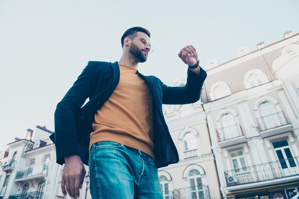 Smart Casual je styl, nejde o, jak se na většině pozvánek mylně uvádí, dress code. Jde o promyšlenou koncepci jednotlivých kusů oblečení. Cílem je vhodně zkombinovat neformální oděvy stěmi formálními.