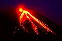 Sopka Etna na italské Sicílii se probudila k životu.