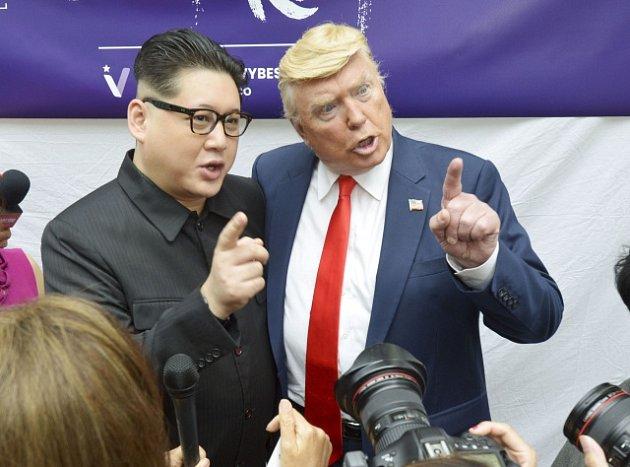 Americký prezident Donald Trump a vůdce KLDR Kim Čong-un. Vypadají jako skuteční.