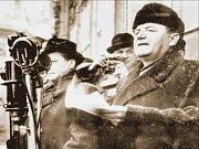 NECENZUROVANÝ SNÍMEK. Předseda KSČ a předseda vlády Klement Gottwald při projevu na Staroměstském náměstí v Praze, kam komunistésvolali 21. února 1948 nátlakovou demonstraci.