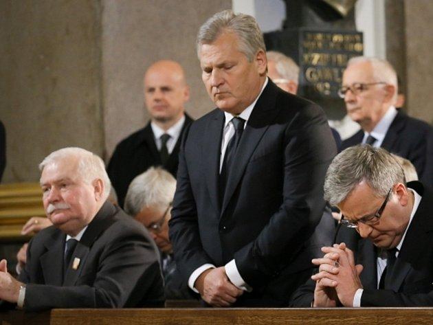 Ve varšavské katedrále se dnes dopoledne uskutečnila mše za zemřelého komunistického vůdce Wojciecha Jaruzelského, který bude pohřben na vojenském hřbitově v polské metropoli.