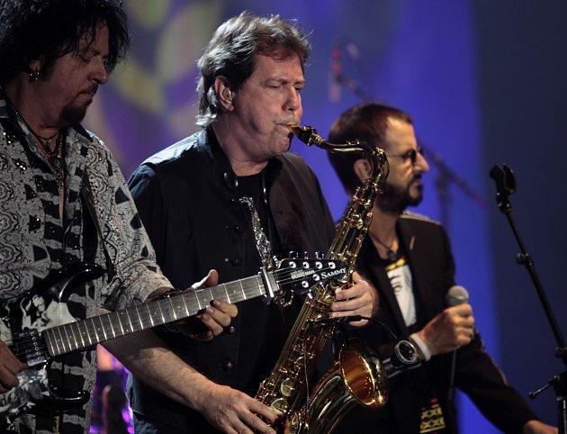 Exbeatle Ringo Starr hrál vPraze dvě hodiny hlavně hity Beatles ipísně kolegů zAll-Star Bandu.