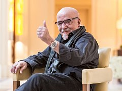 Spisovatel Paolo Coelho vystoupil na tiskové konferenci 18. března v Praze.