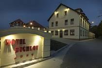 Hotel Buchlov v noci