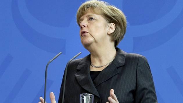 K aktuální situaci se vyjádří německá kancléřka Angela Merkelová, která jednala v pátek večer v Moskvě s ruským prezidentem Vladimirem Putinem.