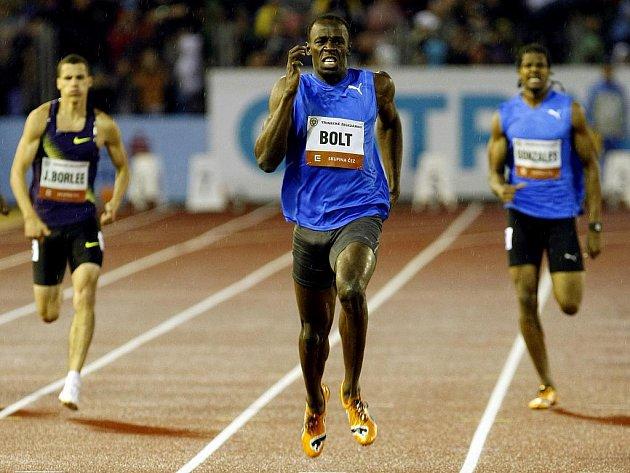 Jamajčan Usain Bolt (uprostřed) na Zlaté tretře rekord na 300 m nepřekonal.