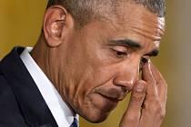 Obamův projev byl velmi emotivní, prezidentovi při něm tekly slzy.