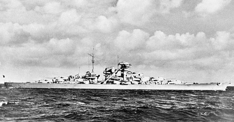 Loď Bismarck měla výtlak téměř jednapadesát tisíc tun, dlouhá byla 251 metrů, široká 36 metrů.