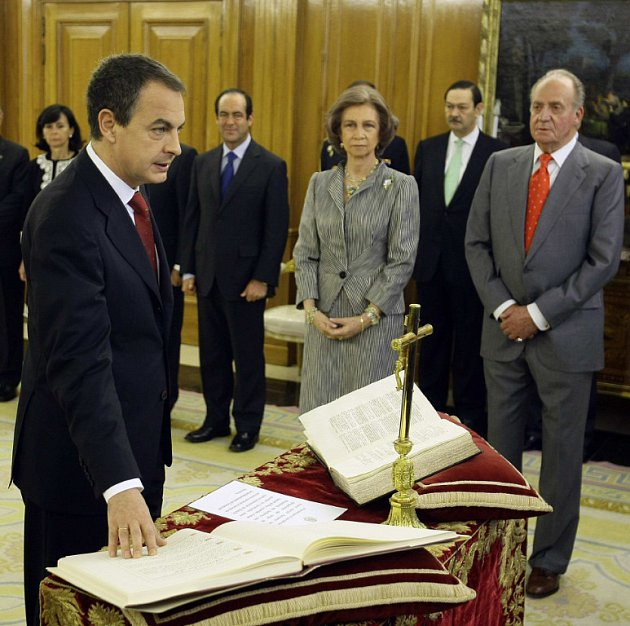 Luis Rodriguez Zapatero skládá přísahu u španělského krále Juana Carlose