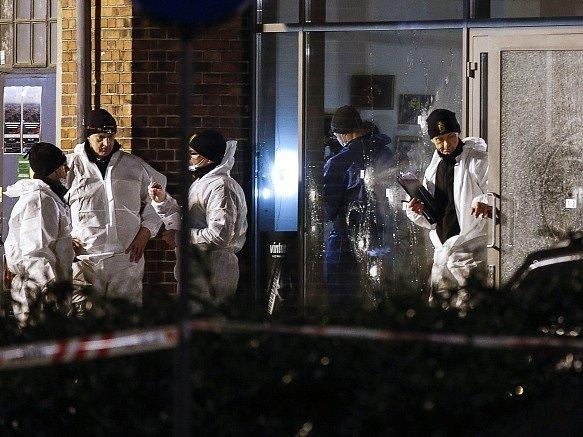 Vyšetřovatelé na místě střelby v Kodani.