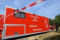 Němečtí hasiči se připravují do akce poblíž místa havárie americké stíhačky.