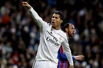 Podrážděný Cristiano Ronaldo z Realu Madrid proti Levante.