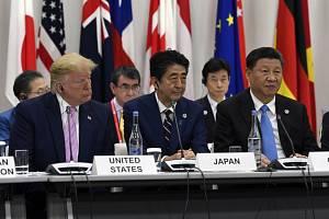 Summit G20 v Ósace, zleva prezidenti USA, Japonska a Číny Donald Trump, Šinzó Abe a Si Ťin-pching