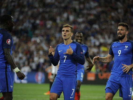 Francouzská radost po gólu Antoine Griezmanna.