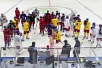 Čeští hokejisté na tréninku před MS v Moskvě.