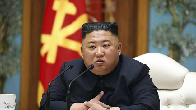 Severokorejský vůdce Kim Čong-un na zasedání vlády KLDR na snímku z 11. dubna 2020