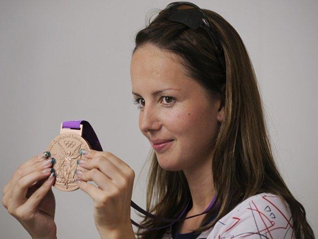 Střelkyně Adéla Sýkorová získala na olympijských hrách bronz za 3x20 ran z malorážky.
