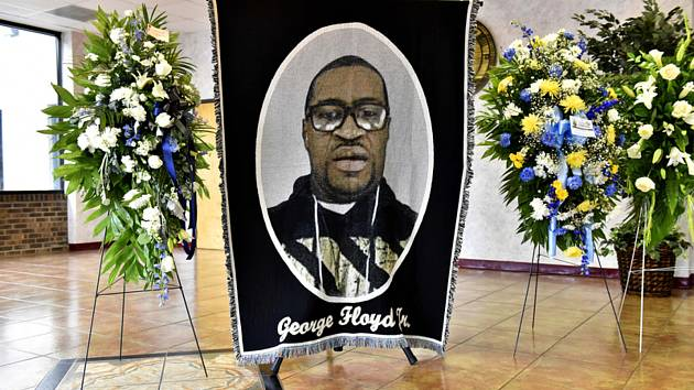 Portrét George Floyda na pietním obřadu v americkém Raefordu, 6. června 2020