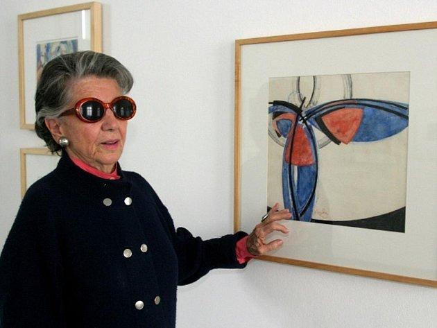 Meda Mládková s jedním z Kupkových obrazů.
