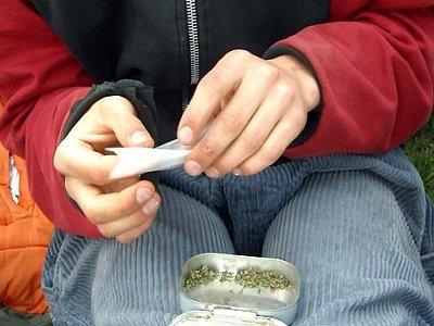 Ve škole byly nalezeny drogy. Ilustrační foto