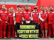 Dlouhé týdny nejistoty: Michaelu Schumacherovi vyjádřil podporu i celý tým Ferrari