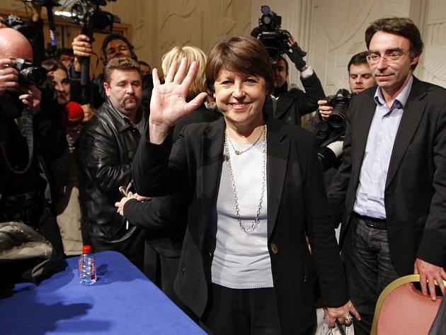 Francouzskou Socialistickou stranu povede poprvé v její historii žena. Socialisté si do svého čela zvolili Martine Aubryovou, bývalou ministryni socialistické vlády a nyní starostku města Lille, a širší vedení strany v úterý tuto volbu potvrdilo.