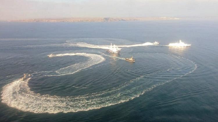 V Kerčském průlivu se srazila ruská loď s ukrajinským remorkérem