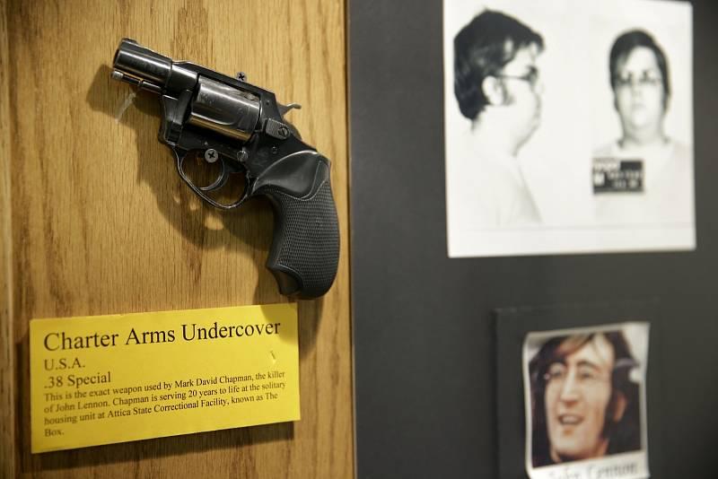 Toto zbraní zavraždil Mark David Chapman hudebníka Johna Lennona.